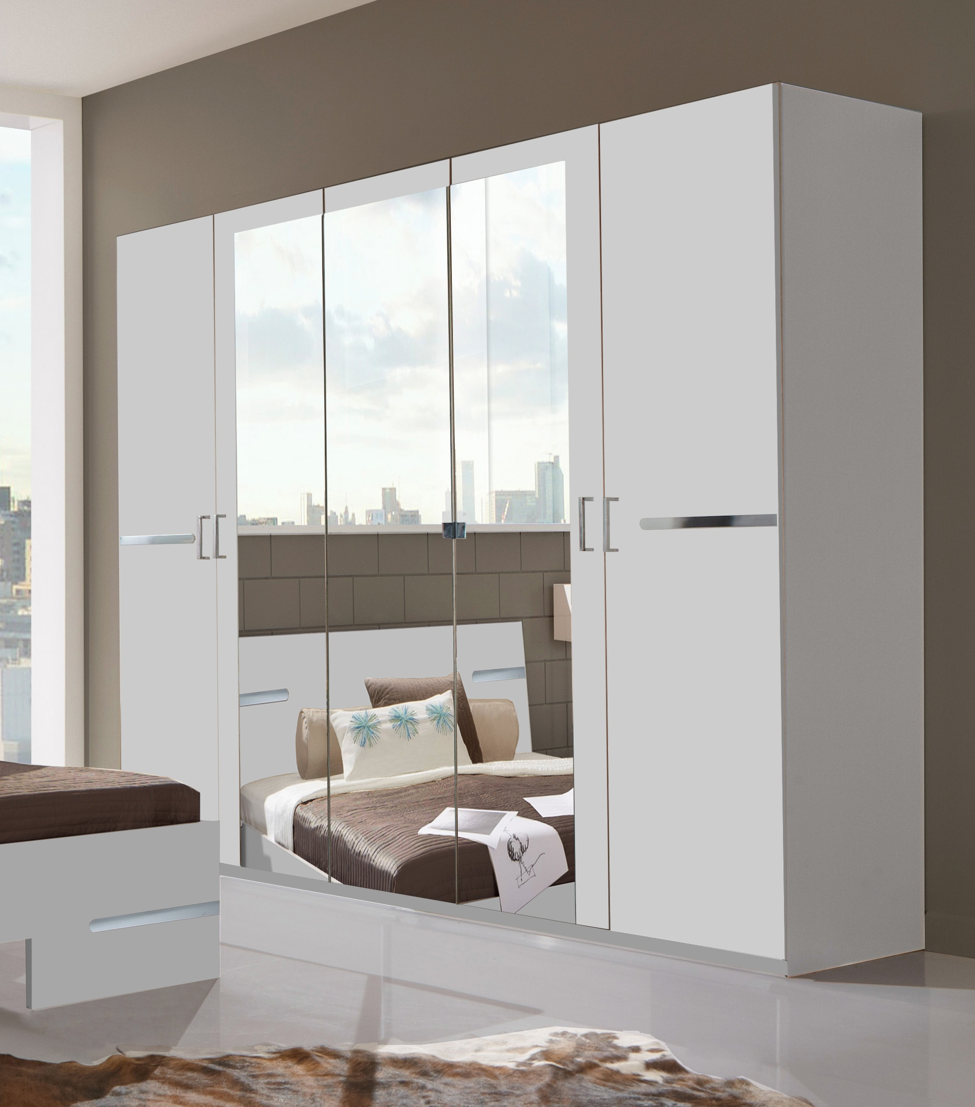 Armoire design 5 portes 225 cm blanc alpin/chrome brillant Bella