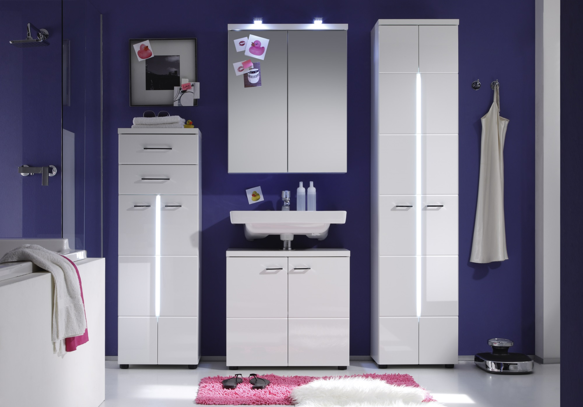 armoire de toilette de salle de bain design avec clairage blondie matelpro. Black Bedroom Furniture Sets. Home Design Ideas