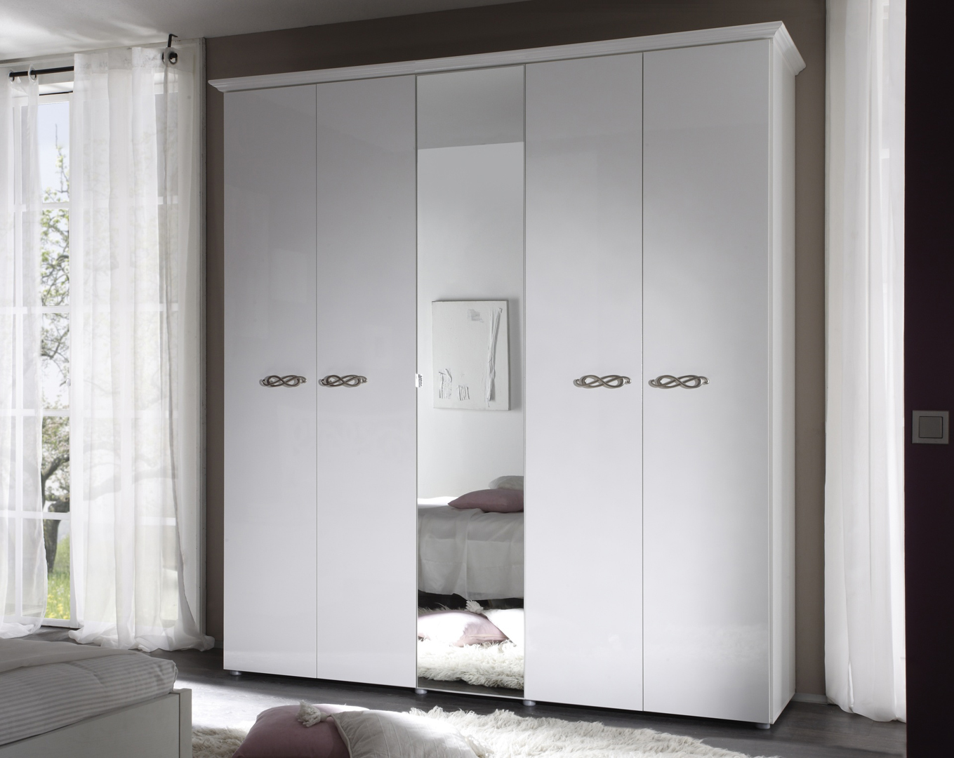 armoire design 5 portes 1 miroir laqu e blanche estelle matelpro. Black Bedroom Furniture Sets. Home Design Ideas