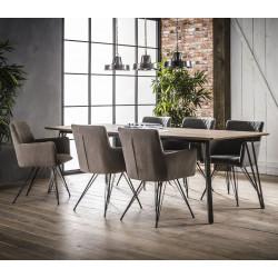 Chaise design avec accoudoirs en tissu et piétement en acier Clotilde