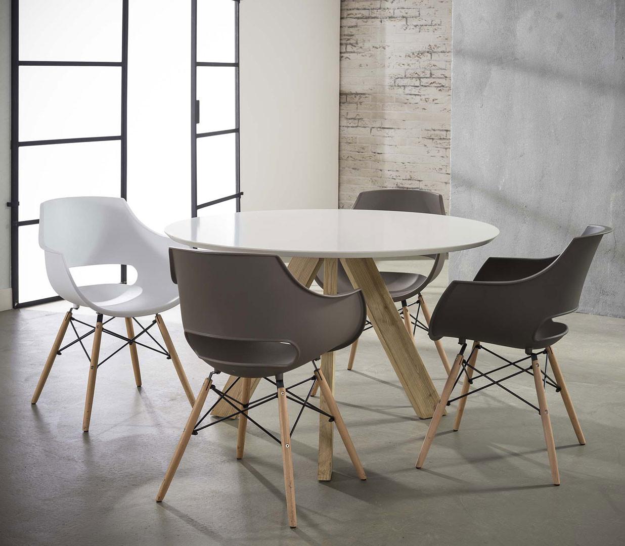 Lot de 4 chaises design en PP avec piétement en bois Bertha