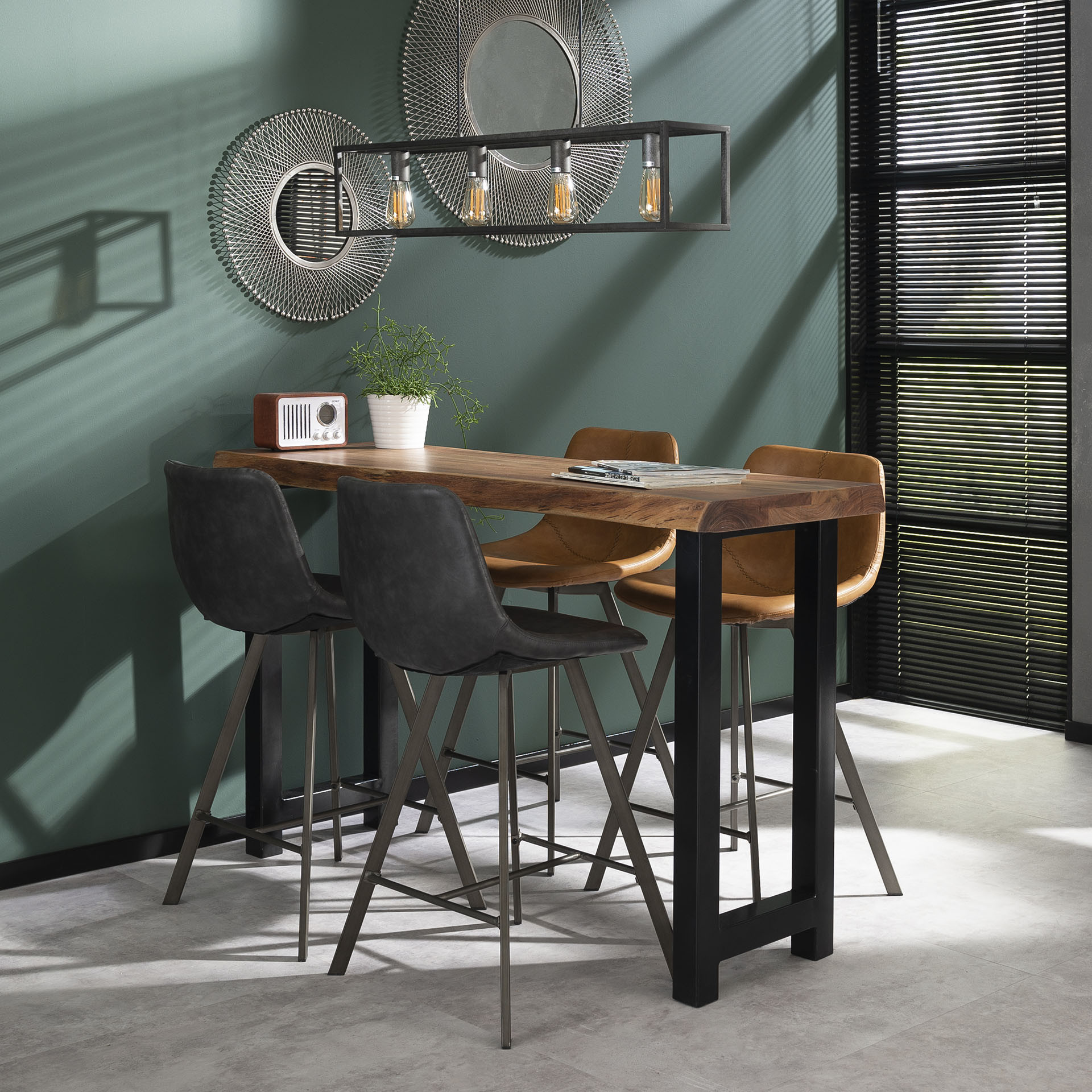 Table de bar industrielle en bois massif Oliver