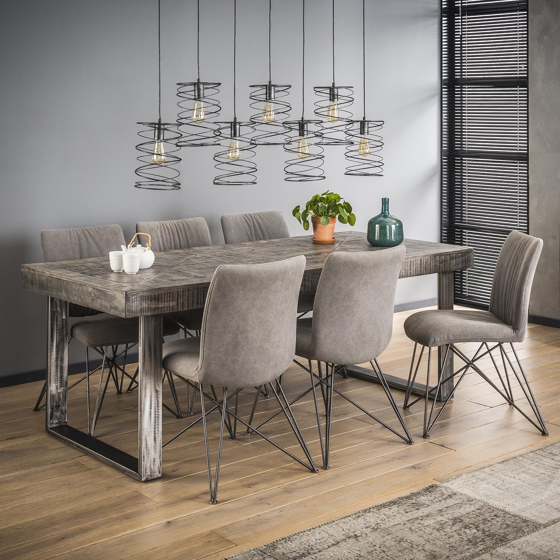 Table à manger industrielle rectangulaire en bois massif Laïa