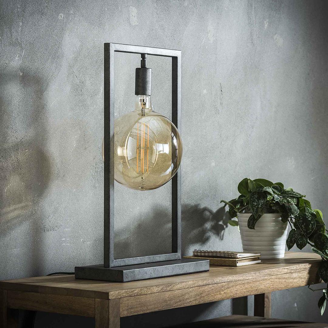 Lampe de table industrielle en métal Marco