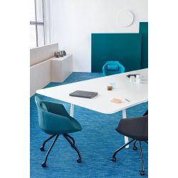 Chaise de réunion design avec piétement en métal noir à roulettes Sandy