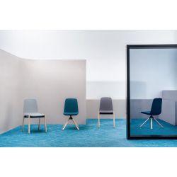 Chaise de réunion scandinave avec piétement en étoile en bois Hélène