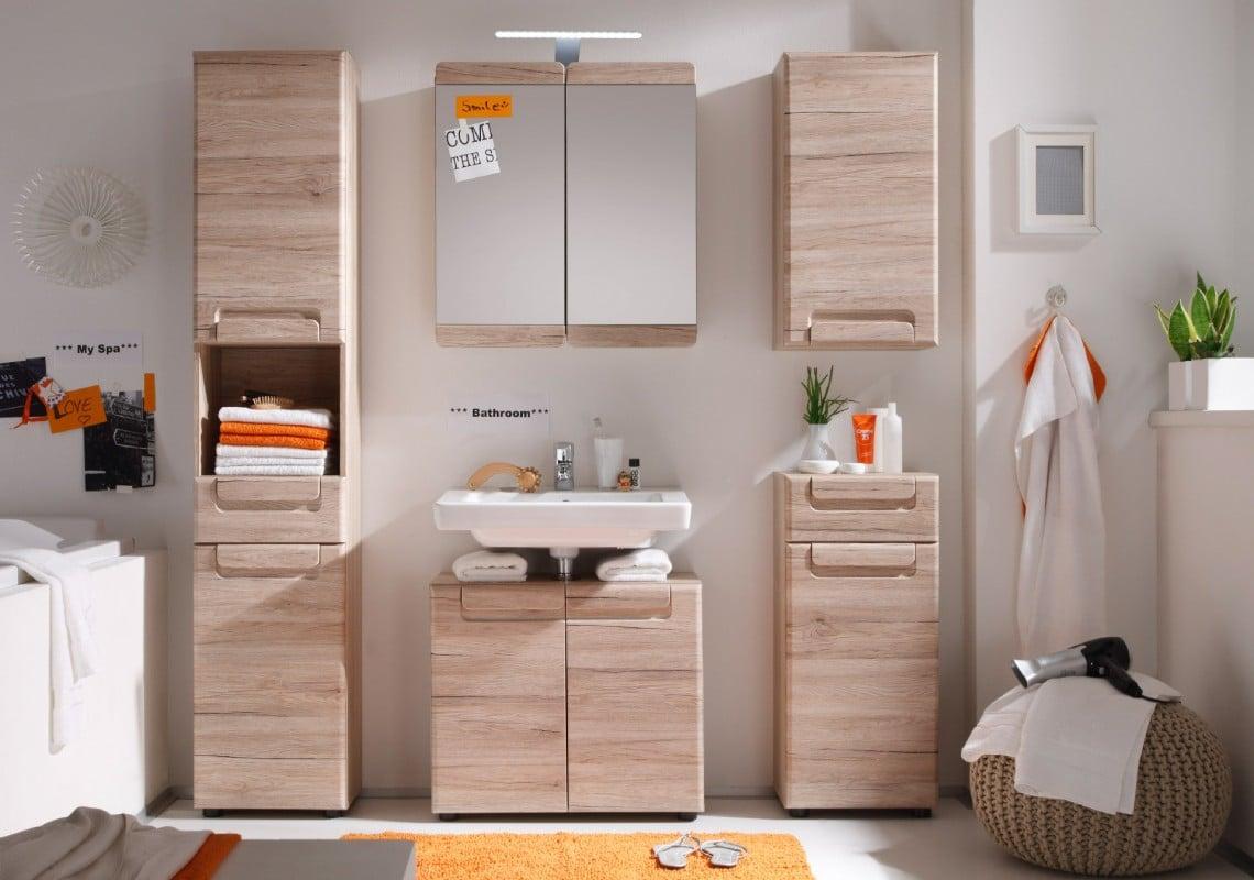 une salle de bain organisee et astucieuse