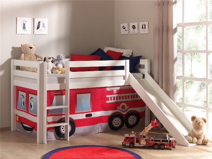 lit cabane avec tobbogan