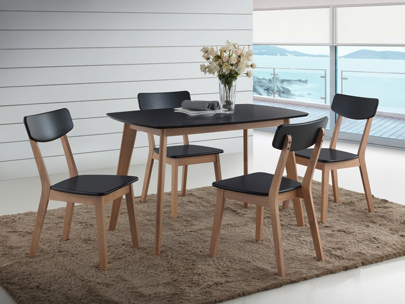 ensemble-table-et-chaises-pour-la-cuisine