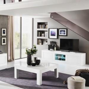 Une luminosit incroyable dans le salon avec ces meubles blancshellip